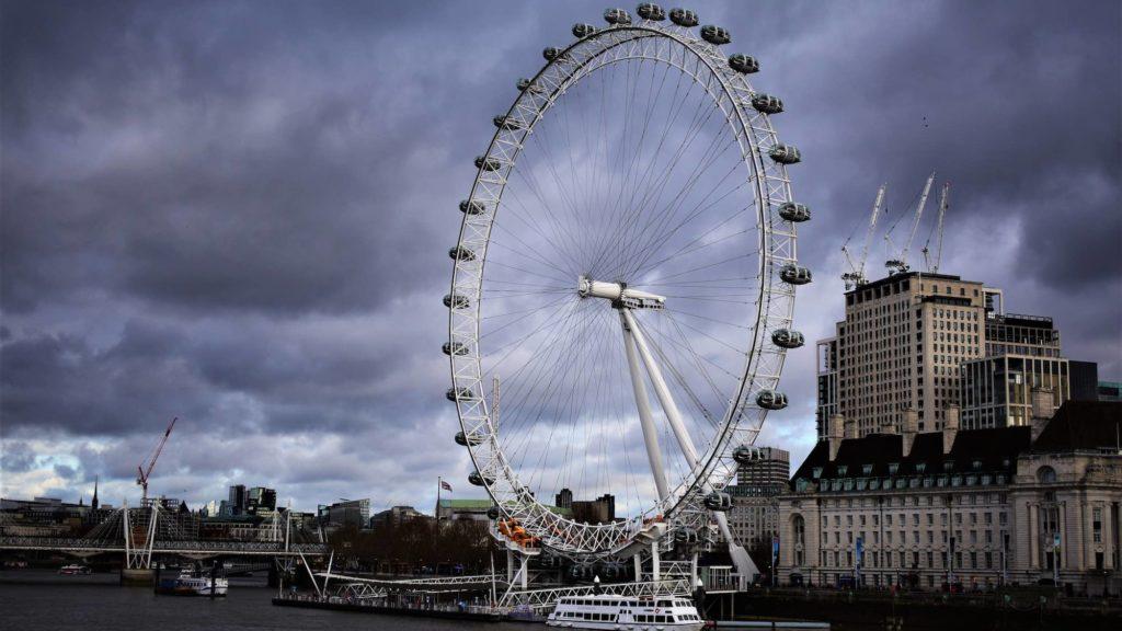 London Eye rolls on like clearing houses