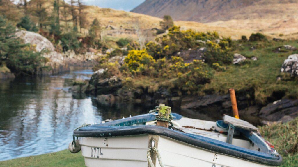 Ireland (Photo Ashleigh Joy Photography / Unsplash)